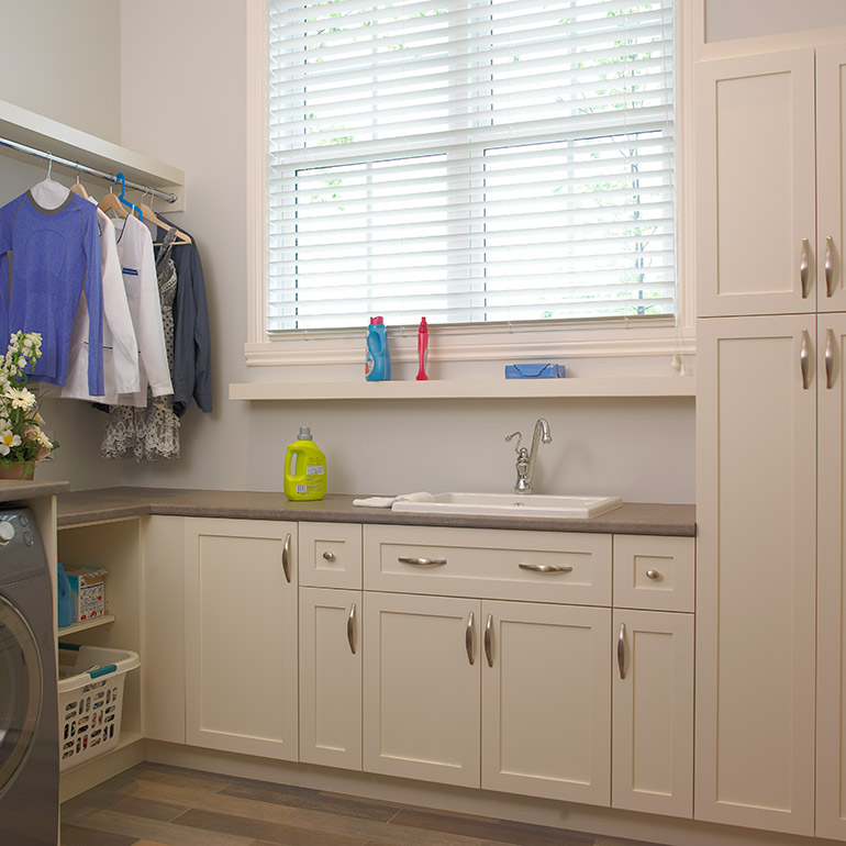 Cuisines Beauregard | Laundry room with custom storage, in polyester melamine