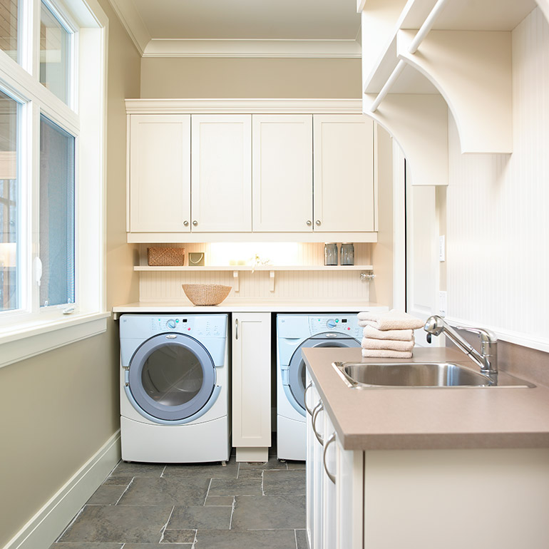 Cuisines Beauregard | Custom-made Shaker-style laundry room furniture