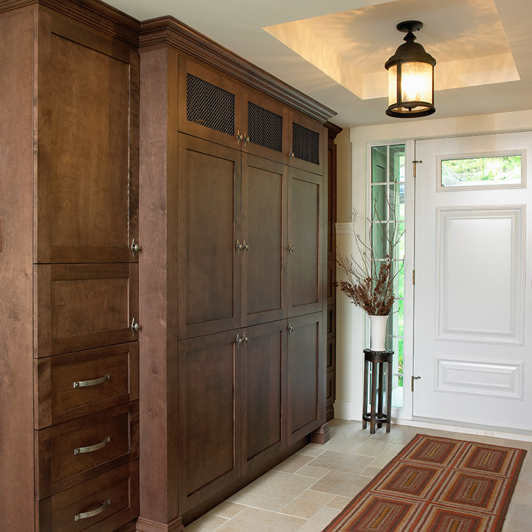 Cuisines Beauregard | Custom-made front hall wall unit, in solid wood